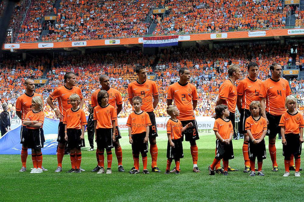 05-06-2010 VOETBAL: NEDERLAND - HONGARIJE: AMSTERDAM<br /> Nederland wint met 6-1 van Hongarije / John Heitinga, Dirk Kuyt, Joris Mathijsen, Mark van Bommel, Rafael van der Vaart, Robin van Persie, Nigel de Jong, Gregory van der Wiel, Wesley Sneijder <br /> ©2010-WWW.FOTOHOOGENDOORN.NL