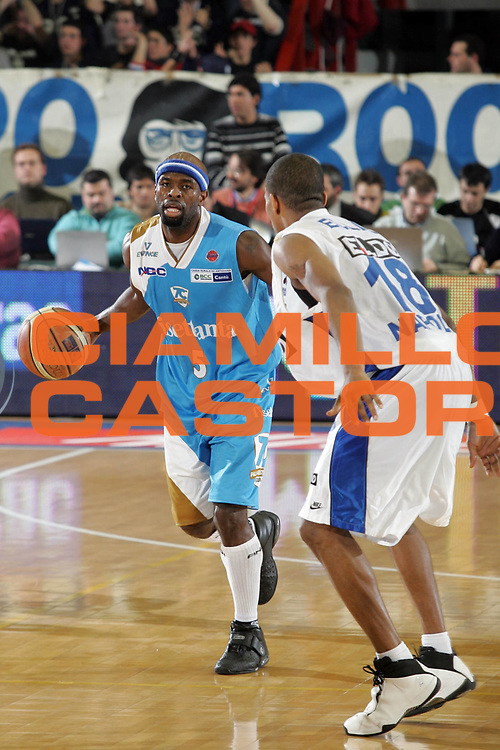DESCRIZIONE : Napoli Lega A1 2006-07 Eldo Napoli Tisettanta Cantu <br /> GIOCATORE : Jordan<br /> SQUADRA : Tisettanta Cantu <br /> EVENTO : Campionato Lega A1 2006-2007 <br /> GARA : Eldo Napoli Tisettanta Cantu <br /> DATA : 21/01/2007<br /> CATEGORIA : Palleggio<br /> SPORT : Pallacanestro <br /> AUTORE : Agenzia Ciamillo-Castoria/A.De Lise