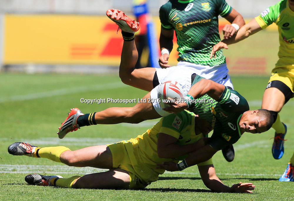 Samoa's Danny Tusitala offloads in an Australian tackle, Finals Day, HSBC World Sevens Series, Westpac Stadium, Wellington, New Zealand. Sunday, 31 January, 2016. Copyright photo: John Cowpland / www.photosport.nz