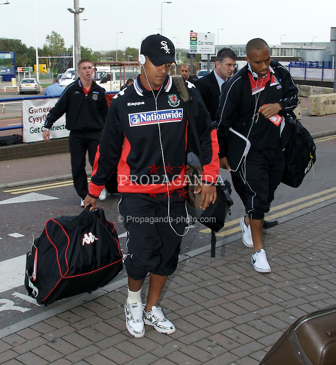 Cardiff, Wales - Wednesday, October 10, 2007: Wales' Robert Earnshaw and Danny Gabbidon arrive at Cardiff Airport as the team fly out for their Euro 2008 Qualifying matches in Cypress and San Marino. (Photo by David Rawcliffe/Propaganda)