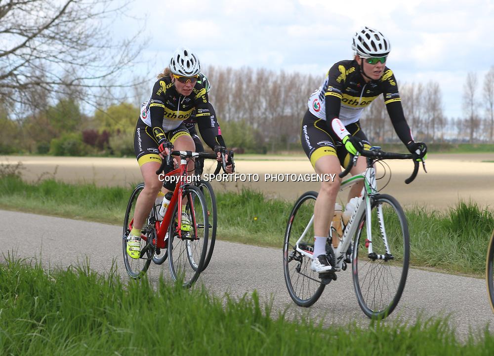 23-04-2016: Wielrennen: Topcompetitie vrouwen: Borsele  <br />s-Heerenhoek (NED) wielrennen <br />De omloop van Borsele een koers met kenmerkende smalle passages over dijken kent met wind meestal veel strijd. Danielle Lissenberg-Bekkering
