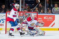 KELOWNA, CANADA - NOVEMBER 14: Travis Child #40 of the Edmonton Oil Kings makes a save against the Kelowna Rockets on November 14, 2017 at Prospera Place in Kelowna, British Columbia, Canada.  (Photo by Marissa Baecker/Shoot the Breeze)  *** Local Caption ***