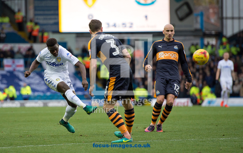 Ronaldo Vieira of Leeds United (left) shoots at goal during the Sky Bet Championship match at Elland Road, Leeds<br /> Picture by Russell Hart/Focus Images Ltd 07791 688 420<br /> 20/11/2016