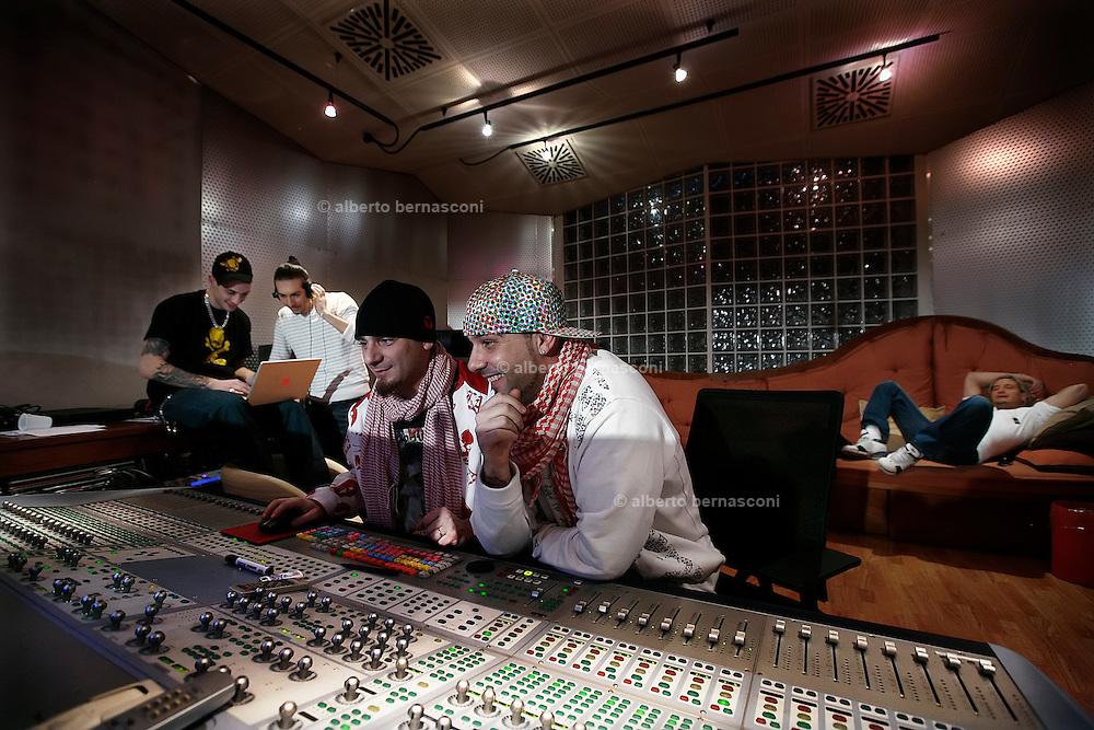 MIlano, Besto Sound Studio, i Gemelli Diversi, GRIDO, STRANO, DJ AX, THG, THEMA.