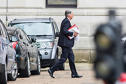 © Licensed to London News Pictures. 22/02/2018. London, UK. The Chancellor of The Exchequer PHILIP HAMMOND leaves Downing Street via the back door as he heads to Chequers for the meeting of the Brexit sub-committee of the Cabinet. Photo credit: Rob Pinney/LNP