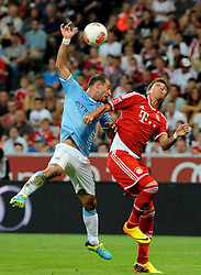 01.08.2013, Allianz Arena, Muenchen, Audi Cup 2013, FC Bayern Muenchen vs Manchester City, im Bild, Pablo ZABALETA (Manchester City) spielt den Ball mit der Hand was zum Elfmeter fuer Bayern Muenchen fuehrt. Rechts Mario MANDZUKIC (FC Bayern Muenchen) // during the Audi Cup 2013 match between FC Bayern Muenchen and Manchester City at the Allianz Arena, Munich, Germany on 2013/08/01. EXPA Pictures © 2013, PhotoCredit: EXPA/ Eibner/ Wolfgang Stuetzle<br /> <br /> ***** ATTENTION - OUT OF GER *****