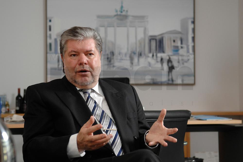08 JAN 2007, BERLIN/GERMANY:<br /> Kurt Beck, SPD Parteivorsitzender und Ministerpraesident Rheinland-Pfalz, waehrend einem Interview, in seinem Buero, Willy-Brandt-Haus<br /> Kurt Beck, Party Leader of the Social Democratic Party, during an interview, in his office, Willy-Brandt-Haus<br /> IMAGE: 20070108-01-044<br /> KEYWORDS: Ministerpräsident