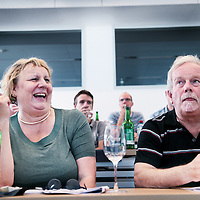 Zwitserland, Winterthur, 15 juli 2015.,<br /> Arriva gaat met de trein naar Zwitserland. Meemogen naast een aantal bobo's ook treinpassagiers die zich op de site van Arriva hadden aangemeld. De bedoeling is dat deze reizigers en daar moet natuurlijk ook de nadruk op liggen in Zwitserland in treintoestellen allerlei dingen , zoals stoelen en andere zaken gaan testen en beoordelen.<br /> Op de foto: in de fabrieken van Stadler buiten Winterthurkrijgen de Limburgse gasten een rondleiding en uitleg omtrent de constructie van de treinen.<br /> Na de rondleiding is er een soort van werkbijeenkomst waar de genodigden hun wensen en voorkeuren kunnen aangeven omtrent de interieur zaken van de treinstellen. Soms leidt dit tot hilariteit.<br /> <br /> <br /> Foto: Jean-Pierre Jans