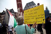 Frankfurt am Main | 26 July 2014<br /> <br /> Am Samstag (26.07.2014) demonstrierten etwa 500 Menschen auf dem R&ouml;merberg in Frankfurt am Main f&uuml;r Frieden in Pal&auml;stina / Gaza und f&uuml;r ein sofortiges Ende der israelischen Milit&auml;reins&auml;tze dort.<br /> Hier: Eine junge Frau h&auml;lt ein Plakat mit der Aufschrift &quot;Kritik an Israel hat nichts mit Antisemitismus zu tun, sondern mit gesundem Menschenverstand&quot;, links weht eine pal&auml;stinensische Flagge.<br /> <br /> &copy;peter-juelich.com<br /> <br /> FOTO HONORARPFLICHTIG!<br /> <br /> [No Model Release | No Property Release]