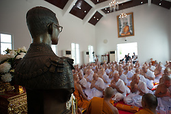 October 21, 2016 - Bangkok, Thailand - Thais mourners are ordained as monks and novices to honor in front of a statue of the late Thai King Bhumibol Adulyadej at Rama 9 Temple in Bangkok, Thailand, on October 21, 2016. (Credit Image: © Anusak Laowilas/NurPhoto via ZUMA Press)