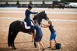 Gal Edward, NED, Glock's Zonik<br /> Tryon - FEI World Equestrian Games™ 2018<br /> Impressionen Abreiteplatz<br /> Grand Prix Special Einzelentscheidung<br /> 14. September 2018<br /> © www.sportfotos-lafrentz.de/Sharon Vandeput