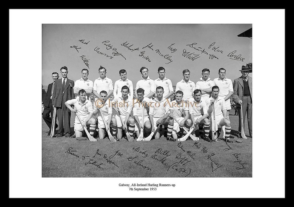 Her ser vi Galway posere som runner-up (andre plass) i All-Ireland Senior (hurling), 7 september.1953. Bildet er signert av laget.