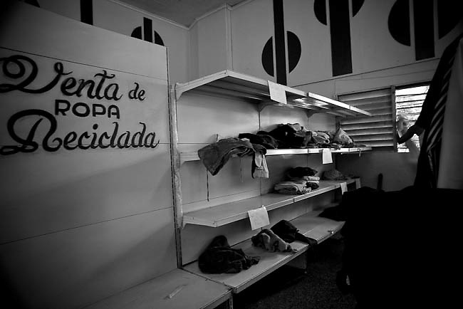 America, Cuba, Havana. Inside a store that is just for national population that sold used clothes. this kind of  articles in the store are sold in Pesos Cubanos, is one of two official currencies in Cuba, the other being the peso convertible. -06.07.2008, DIGITAL PHOTO, 49MB, copyright: Alex Espinosa/Gruppe28.