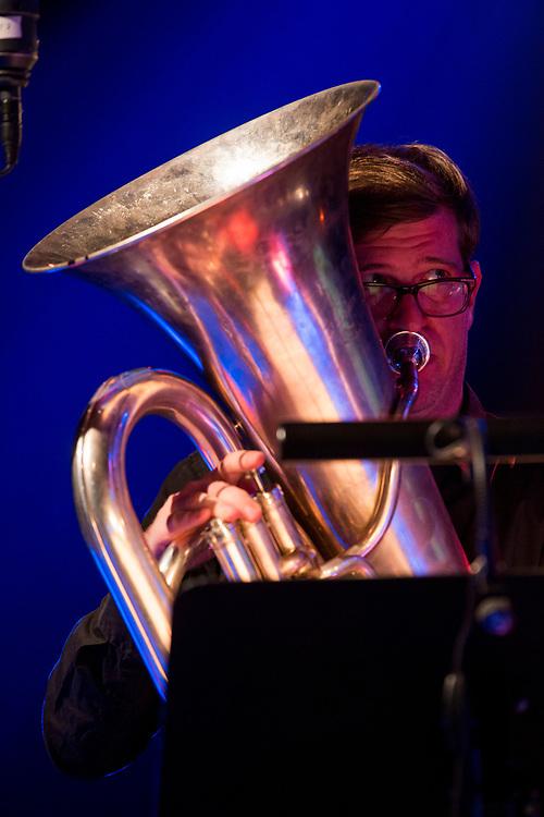 Frankfurt   Hessen   Deutschland   28.10.2017: Das 48. Deutsche Jazzfestival Frankfurt 2017<br /> <br /> hier: Potsa Lotsa Plus play Eric Dolphy&acute;s Love Suite<br /> <br /> Silke Eberhard   Alto Saxophone, Bassclarinet<br /> J&uuml;rgen Kupke   Clarinet<br /> Patrick Braun   Tenorsaxophone, Clarinet<br /> Nikolaus Neuser   Trumpet<br /> Gerhard Gschl&ouml;&szlig;l   Trombone<br /> Marc Untern&auml;hrer   Tuba<br /> Antonis Anissegos   Electronics<br /> <br />  <br /> Sascha Rheker<br /> 20171028<br /> <br /> [Inhaltsveraendernde Manipulation des Fotos nur nach ausdruecklicher Genehmigung des Fotografen. Vereinbarungen ueber Abtretung von Persoenlichkeitsrechten/Model Release der abgebildeten Person/Personen liegt/liegen nicht vor.]
