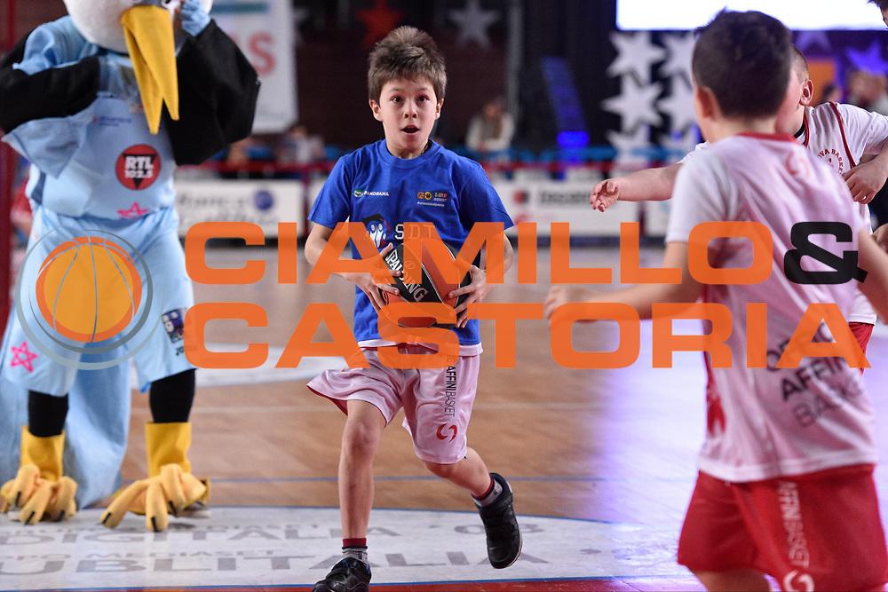 DESCRIZIONE : Mantova LNP 2014-15 All Star Game 2015<br /> GIOCATORE : Bambini<br /> CATEGORIA : Passaggio<br /> EVENTO : All Star Game LNP 2015<br /> GARA : All Star Game LNP 2015<br /> DATA : 06/01/2015<br /> SPORT : Pallacanestro <br /> AUTORE : Agenzia Ciamillo-Castoria/ GiulioCiamillo<br /> Galleria : LNP 2014-2015 <br /> Fotonotizia : Mantova LNP 2014-15 All Star game 2015<br /> Predefinita :