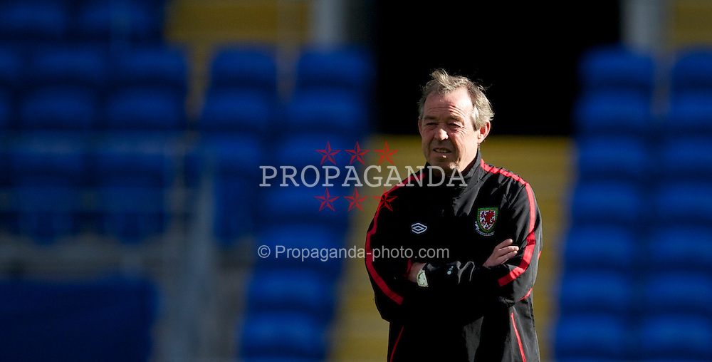 CARDIFF, WALES - Wednesday, October 6, 2010: Wales' new manager Brian Flynn during a training session at the Cardiff City Stadium ahead of the Euro 2012 qualifying Group G match against Bulgaria. (Pic by David Rawcliffe/Propaganda)