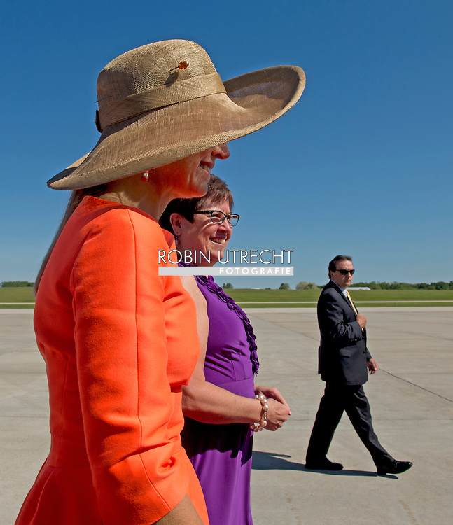 King Willem-Alexander and Queen Maxima during the reception at Grand Rapids airport on the second day of the official visit to the US. United States, 2 June 2015.The King and Queen visit the United States during an 3 day official visit. COPYRIGHT ROBIN UTRECHT kbx vliegtuig