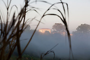 Perdoes_MG, Brasil...Casa em uma paisagem em Perdoes...A house in the landscape in Perdoes...Foto: LEO DRUMOND / NITRO.....