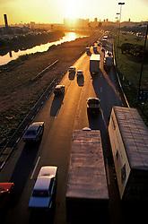 Sao Paulo; SP; Brasil; 25/05/98; .Marginal Tiete com transito em final de tarde./ Tiete road around Tiete river..Foto  © Marcos Issa/Ag.Argosfoto