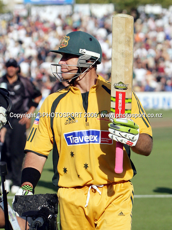 Australian batsman Matthew Hayden leaves the field after his record innings of 181 not out during the 3rd Chappell Hadlee one day match at Seddon Park, Hamilton, New Zealand on Tuesday 20 February 2007. Photo: Andrew Cornaga/PHOTOSPORT<br />