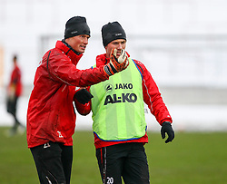 18.01.2013, Rosenau-Stadion, Augsburg, GER, 1. FBL, Training FC Augsbug, im Bild Alexander MANNINGER (Torwart FC Augsburg) gibt Anweisungen an Ronny PHILP (FC Augsburg) // during the training session of the German Bundesliga Club FC Augsbug at the Rosenau-Stadion, Augsburg, Germany on 20 13/01/18. EXPA Pictures © 2013, PhotoCredit: EXPA/ Eibner/ Klaus Rainer Krieger..***** ATTENTION - OUT OF GER *****