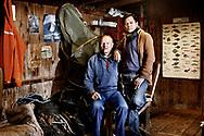 I mange år levede fiskeren Paul Jensen i et almindeligt parforhold med kone og to børn. Men da datteren blev dræbt i en voldsom trafikulykke, blev det hele for meget for Paul. Han gav efter for sine undertrykte følelser og sprang ud som bøsse. Poul møder Mai, der er på ferie fra Thailand, på en bøssebar i København og de bliver forelskede. Mai forlader sin thailandske kone og børn og flytter til Danmark. Poul og Mai bliver gift og bor idag i Pouls hus på Møn. Poul og Mai i Pouls fiskerhytte på Møn.