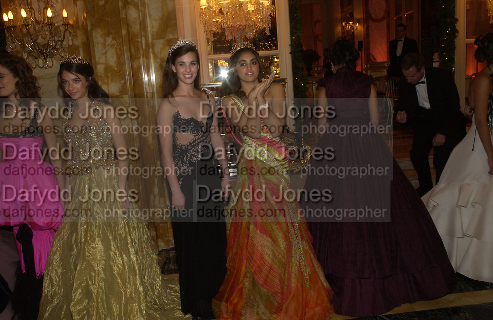 Rainsford Qualley and Sofia Barclay. . The 2005 Crillon Debutante Ball. Crillon Hotel, Paris. 26  November 2005. ONE TIME USE ONLY - DO NOT ARCHIVE  © Copyright Photograph by Dafydd Jones 66 Stockwell Park Rd. London SW9 0DA Tel 020 7733 0108 www.dafjones.com