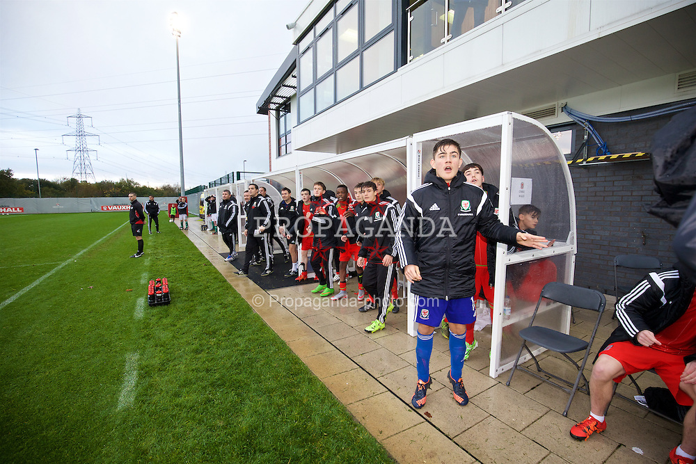 NEWPORT, WALES - Thursday, November 5, 2015: Wales' substitute goalkeeper Scott Reed looks on as his team-mate Steffan Buckeley scores the third goal from the half-way line during the Under-16's Victory Shield International match at Dragon Park. (Pic by David Rawcliffe/Propaganda)