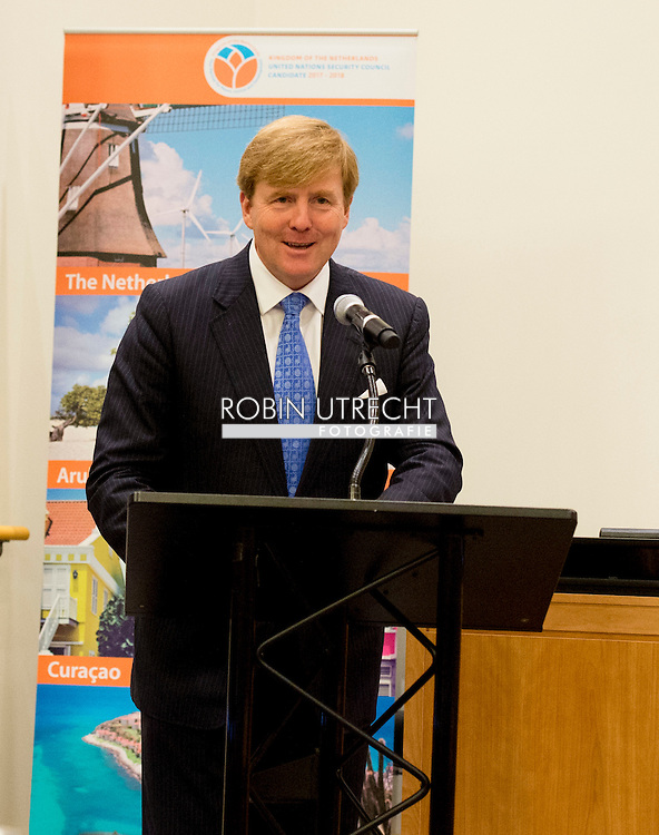 NEW YORK - Koning Willem Alexander houdt een toespraak voor de Algemene Vergadering van de Verenigde Naties (VN). De koning zei ondermeer dat alle landen zich moeten inzetten om de verantwoordelijken van de vliegramp met MH17 te achterhalen en te berechten.  NEW YORK - speech of King Willem Alexander and Queen Maxima arrive at the 70th Session of the UN General Assembly - the United Nations COPYRIGHT ROBIN UTRECHT