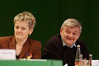 07 DEC 2002, BERLIN/GERMANY:<br /> Renate Kuenast (L), B90/Gruene, Bundesverbraucherschutzministerin, und Joschka Fischer (R), B90/Gruene, Bundesaussenminister, im Gespraech, Buendnis 90 / Die Gruenen Bundesdelegiertenkonferenz, Congress Centrum Hannover<br /> IMAGE: 20021207-01-129<br /> KEYWORDS: Green Party, party congress, Bündnis 90 / Die Grünen, Parteitag, Renate Künast