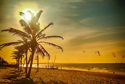 Kite surf ao por-do-sol na Praia de Cumbuco localizada no município de Caucaia, a 30 km da capital, Fortaleza no estado do Ceará. FOTO: Jefferson Bernardes/ Agência Preview