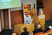 Hare Koninklijke Hoogheid Prinses M&aacute;xima der Nederlanden heeft op de Nyenrode Business Universiteit in Breukelen een toespraak over toegang tot financi&euml;le diensten (inclusive finance). <br /> <br /> Her Royal Highness Princess M&aacute;xima of the Netherlands at the Nyenrode Business University in Breukelen a speech on access to financial services (inclusive finance).<br /> <br /> Op de foto / On the photo: <br />  Prinses Maxima houdt haar toespraak