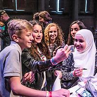 Nederland, Amsterdam, 9 april 2016.<br /> Op het Westergasterrein in Amsterdam, om precies te zijn in de Gashouder, vindt het evenement Veed plaats. YouTubers ontmoeten daar hun fans. Hysterie alom. Wij richten ons op de Limburgse vloggers: Dylan Haegens uit Venray en Ties Granzier uit Linne.<br /> Op de foto: Fans van Ties Granzier konden tijdens de Meet and greet op de foto met hun idool.<br /> <br /> <br /> Foto: Jean-Pierre Jans