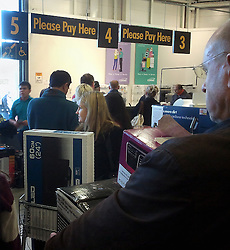 © Licensed to London News Pictures. 18/11/2012.Comet closing down sale..The struggling electronics retailer Comet closing down sale, People flooding to tills at Comet store in Orpington, South East London today 18.11.2012..Photo credit : Grant Falvey/LNP