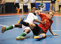 Fussball  International  FIFA  FUTSAL WM 2008   03.10.2008 Vorrunde Gruppe D Libya - Spain Lybien - Spanien Nagi ABDALLA (LBY) gegen MARCELO (ESP)