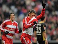 Fotball<br /> Tyskland<br /> Foto: Witters/Digitalsport<br /> NORWAY ONLY<br /> <br /> 22.11.2008<br /> <br /> Jubel Martin Demichelis 2:1, der Ball unter dem Trikot versteckt<br /> <br /> Bundesliga Bayern München - Energie Cottbus