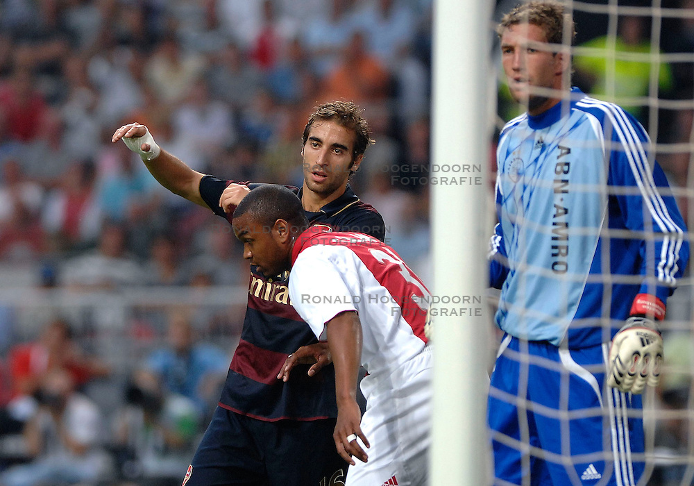 04-08-2007 VOETBAL: LG AMSTERDAM TOURNAMENT: AJAX - ARSENAL: AMSTERDAM<br /> Ajax verliest met 1-0 van Arsenal / Jurgen Colin, Maarten Stekelenburg en Mathieu Flamini<br /> &copy;2007-WWW.FOTOHOOGENDOORN.NL
