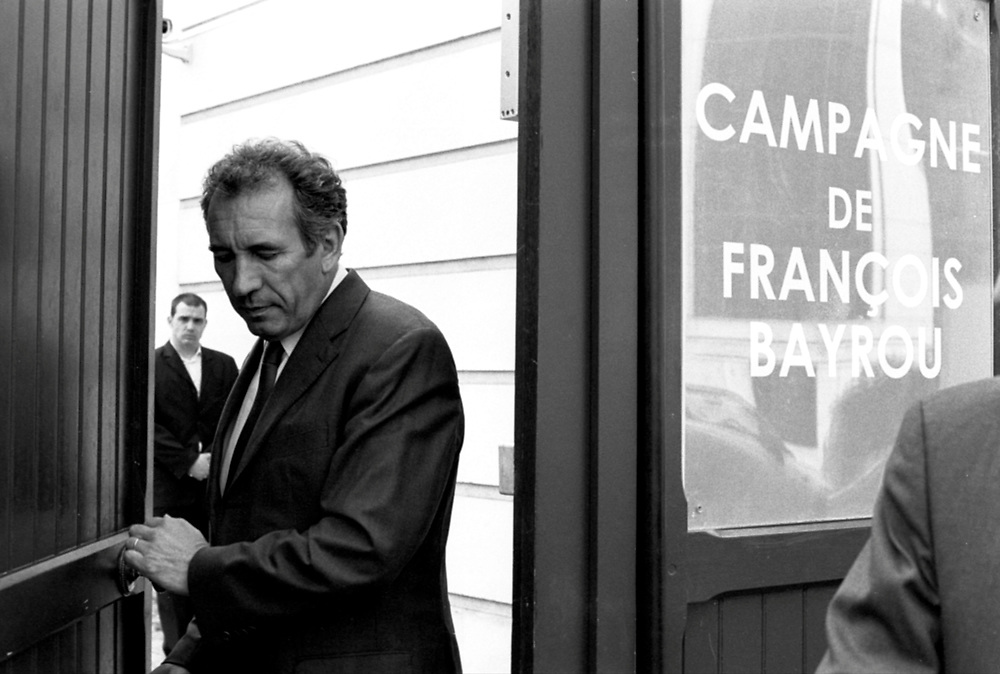 French presidential candidate François Bayrou leaving his campaign headquarters..Paris, France. 17/04/2007.Photo © J.B. Russell