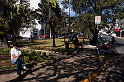 Lavras_MG, Brasil...Idoso sentado em uma praca em Lavras...The elderly sitting in the square in Lavras...Foto: MARCUS DESIMONI / NITRO