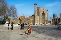 Ouzbékistan, Samarcande, classé Patrimoine Mondial de l'UNESCO, place du Reghistan, Medersa Ulug Beg // Uzbekistan, Samarkand, Unesco World Heritage, the Reghistan, Ulug Beg Medersa