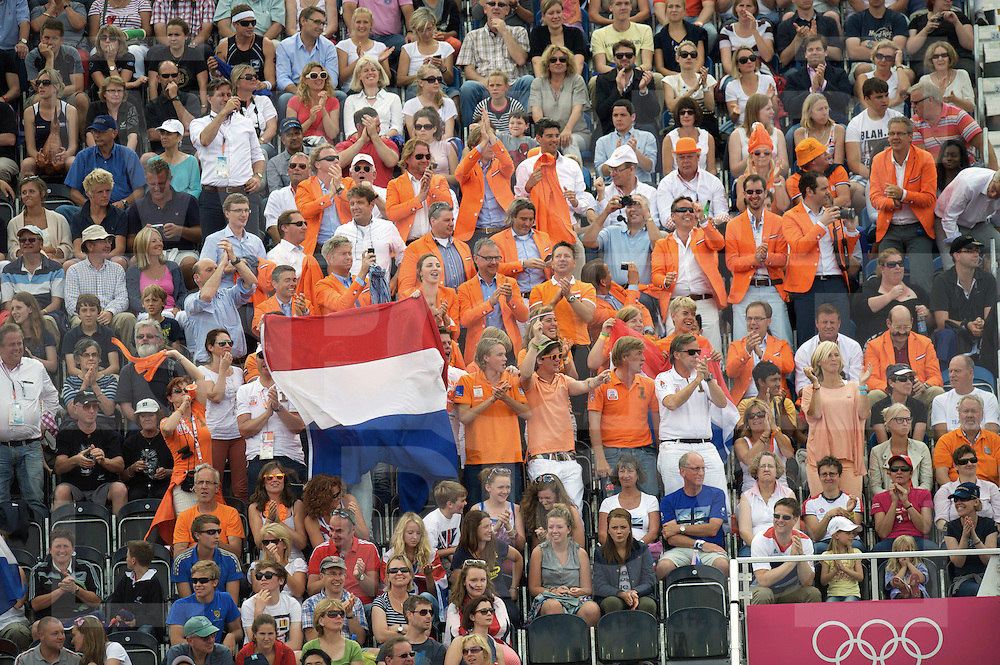 LONDON - Olympische Spelen 2012.women .semi finale.Netherlands v New Zealand..Nederland na shoot out in de finale.foto: Maartje Paumen, verstopt tussen de speelster scoort..v.l.n.r.: Oranje fans..FFU PRESS AGENCY COPYRIGHT FRANK UIJLENBROEK.