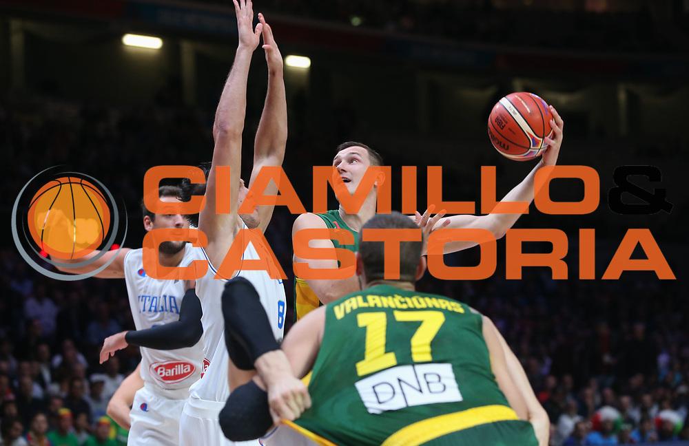 DESCRIZIONE : Lille Eurobasket 2015 Quarti di Finale Quarter Finals Lituania Italia Lithuania Italy<br /> GIOCATORE : Paulius Javtokas<br /> CATEGORIA : tiro<br /> SQUADRA : Lithuania Lituania<br /> EVENTO : Eurobasket 2015 <br /> GARA : Lituania Italia Lithuania Italy<br /> DATA : 16/09/2015 <br /> SPORT : Pallacanestro <br /> AUTORE : Agenzia Ciamillo-Castoria/M.Metlas<br /> Galleria : Eurobasket 2015 <br /> Fotonotizia : Lille Eurobasket 2015 Quarti di Finale Quarter Finals Lituania Italia Lithuania Italy