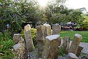 Basaltsäulen aus Nordhessen in Fußgängerzone Treppenstraße, Architektur der 50er-Jahre, Altstadt, Kassel, Hessen, Deutschland