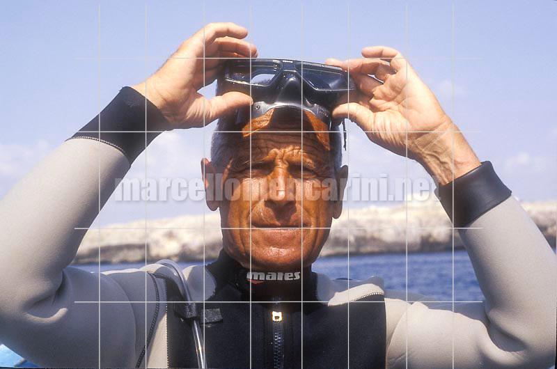 Italian free diver Enzo Maiorca, holding several world records (1989) / Enzo Maiorca, apneista più volte detentore del record mondiale di apnea (1989) - © Marcello Mencarini