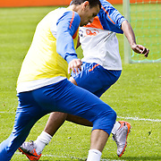 AUS/Seefeld/20100530 - Training NL Elftal WK 2010, Ryan Babel in duel met Khalid Boularouz