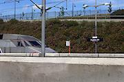 Frankrijk, Rhonedal, 6-6-2005..Een TGV, hogesnelheidstrein, staat op het station, treinstation van valence. Transport, vervoer, openbaar vervoer, treinreis, treinverbinding, toerisme, reistijd, economie, veiligheid, techniek..Foto: Flip Franssen/Hollandse Hoogte