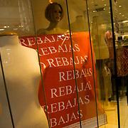 Tiendas estan liquidando toda su mercancia para introducir mercancia a precio nuevo por el aumento del dolar preferencial, Centro Comercial Buenaventura, Guarenas, Estado Miaranda 13-01-2010. Photography by Aaron Sosa