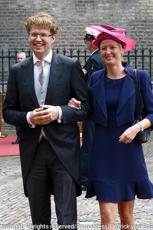 Prinsjesdag 2013 - Aankomst Parlementari&euml;rs bij de Ridderzaal op het Binnenhof.<br /> <br /> Op de foto:  Sander Dekker - Staatssecretaris van Onderwijs, Cultuur en Wetenschap en partner