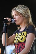 Optreden van Sita en Band in Six Flags Biddinghuizen ten behoeven van de Ballonnendag voor Warchild. Sita trad kosteloos op voor War Child.