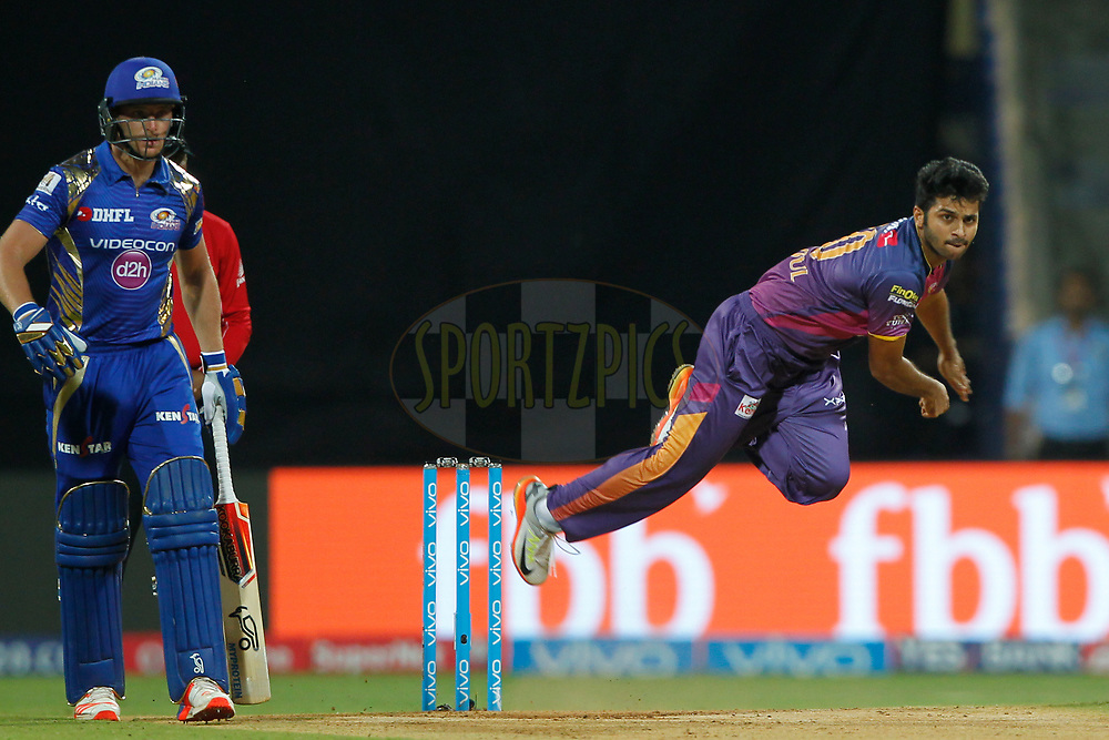 Shardul Thakur of Rising Pune Supergiant bowls a delivery during match 28 of the Vivo 2017 Indian Premier League between the Mumbai Indians and the Rising Pune Supergiant held at the Wankhede Stadium in Mumbai, India on the 24th April 2017<br /> <br /> Photo by Deepak Malik - Sportzpics - IPL